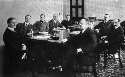 Il board della Federal Reserve, 1917 (da Wikimedia Commons)